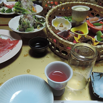 E.g: dining in a Ryokan's room